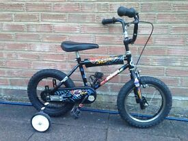 Child's bike with stabilizers