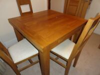 SOLID OAK TABLE WITH 4 CHAIRS.. EXTENDABLE 3ft to 5ft..SHOWROOM CONDITION