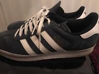Adidas Gazelle size 8 navy blue