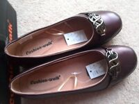 LADIES BURGUNDY SHOES SIZE 5E