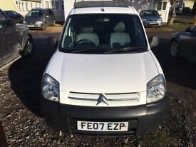 1.9 Diesel (not HDI) last of the DW8 engine type. Side sliding door. Roof rack, ply lined