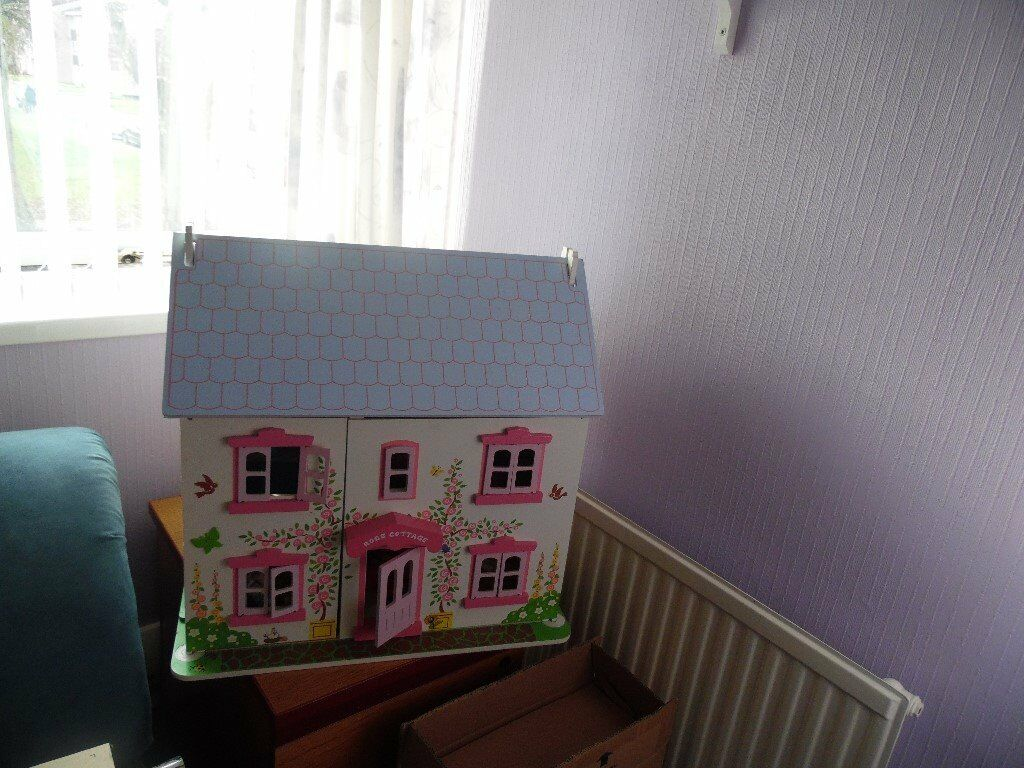 ROSE COTTAGE. DOLLS HOUSE.