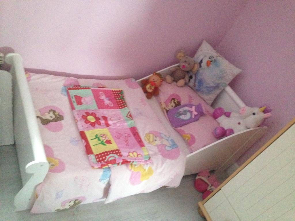 Toddler bed *** sold pending collection ***