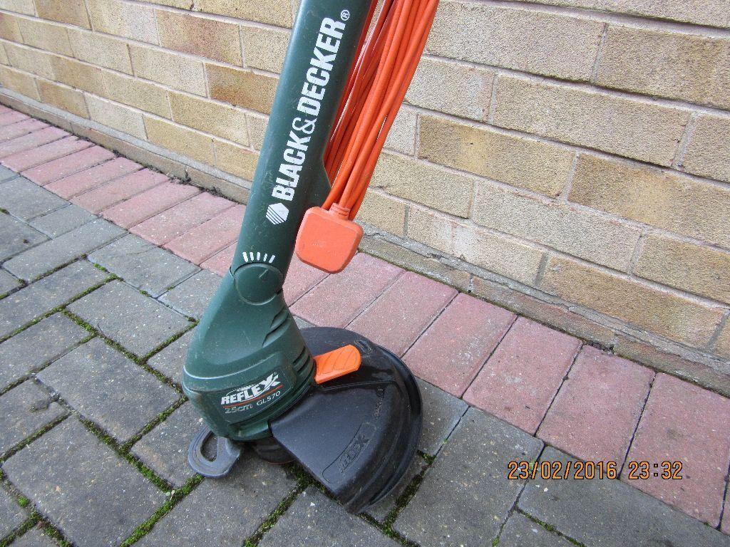 Strimmer Black And Decker Reflex 25cm Gl570 In Gorleston