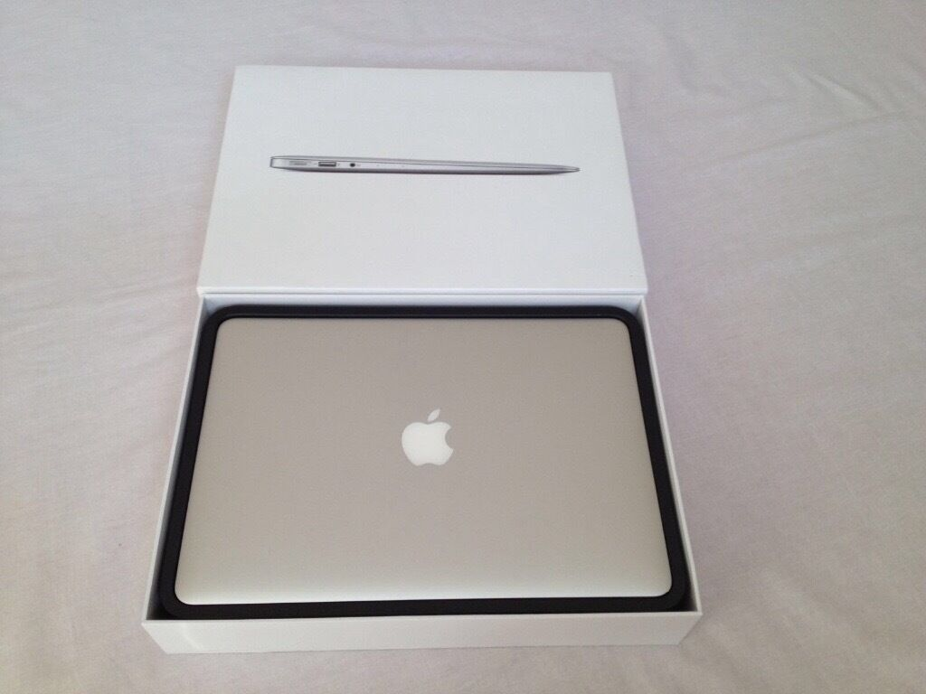"""MacBook Air 13""""3inch 8GB 1600 MHz DDR3 1.6 GHz Intel Core i5 Intel HD Graphics 6000 1536 MB Warrantyin LondonGumtree - MacBook Air 13""""3inch 8GB 1600 MHz DDR3 1.6 GHz Intel Core i5 Intel HD Graphics 6000 1536 MB Apple Warranty till 2019 for sale All about the mac and specs are below Processor 1.6 GHz Intel Core i5 upto 2.6 GHz Turbo boost Memory 8 GB 1600 MHz DDR3..."""