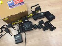 Nikon D800 DSLR + Nikon MB-D12 battery grip + 2 batteries - Very good condition