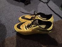 Football boots - NIKE HYPERVENOM - size7.5 - only £10 - collection only