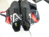NIKE TIEMPO KIDS FOOTBALL BOOTS sise 5.5 (Worn Once)