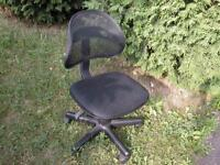 Swivel Desk Chair/Chaise d'ordi