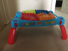 Mega blocks table great condition, comes with mega blocks