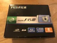 Camera FujiFilm FinePix F45 fd 8.3 MegaPixels.