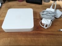 Apple AirPort Extreme Gigabit Wireless Router (MD031B/A)