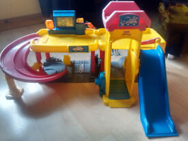 Good condition Fisher Price Little People Garage with sound effects