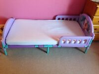 Good condition frozen toddler bed