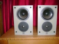 Vintage 1980's Wharfedale Diamond 504 Stereo Speakers 100w. Excellent condition.