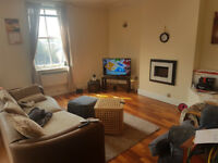 Spacious 2 bed and 2 bathroom flat in heart of Chapel Allerton with parking