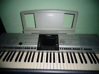 YAMAHA PSR3000 KEYBOARD, COMPLETE WITH STAND.