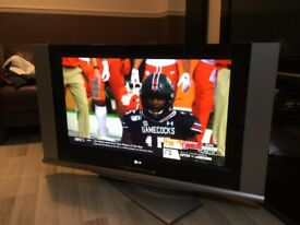 LG 40 inch tv with built in speakers
