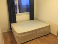 Double room to let zone 2 Kennington. 3 rooms available