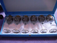 Beautiful gold decorated wine glasses, boxed.