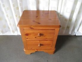 PINE TWO DRAWER CHEST OF DRAWERS TWO DRAWER BEDSIDE CHEST OF DRAWERS