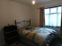 Newly decorated 3 bed house, with 2 large double rooms, 1 singe