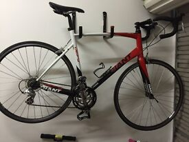 Giant Defy 3.5 (2010) Road Bike & Spare Tubes