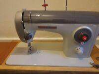 Sewing Machine novum Made in Ireland very good condition!