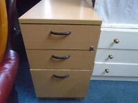 3 drawer pine look office filing cabinet. no key