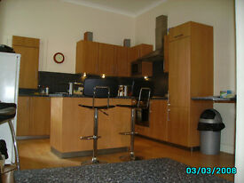 FAB DOUBLE ROOM AVAILABLE IN A SUPER 5 BEDROOM FLAT