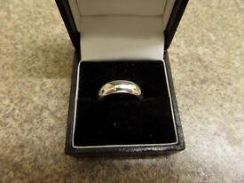 22ct white gold ring