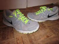 MENS NIKE REVOLUTION 2  RUNNING TRAINING SHOES SIZE 10.5