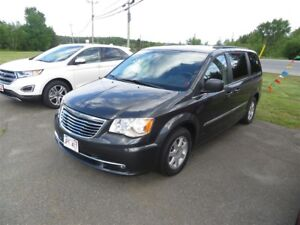 2011 Chrysler Town & Country Touring DVD, NAVIGATION!