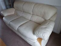 3 & 2 Seater Sofa Settee, Cream Leather, CAN DELIVER LOCAL ,Comfy Sofa in Good Condition.