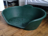 Large plastic dog bed - Green - Used + free puppy pads