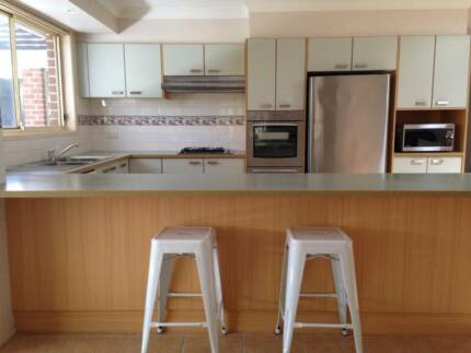 Quality Kitchen incl Oven/sep Griller, H'plates, R'hood, Exc Cond