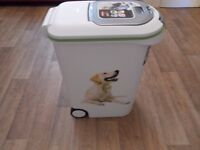 Curver Petlife Dog Food Container, 20 Kg/ 54 Litre Capacity New