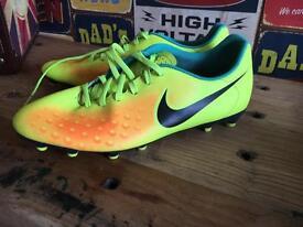 Men's/boys size 9 Nike football boots