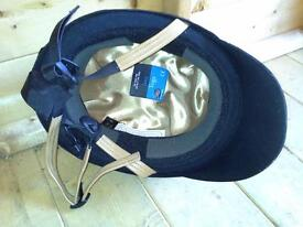 Toggs Female horse riding hat. (56)