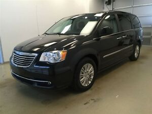 2015 Chrysler Town & Country Premium- Leather, Power Doors, NAV