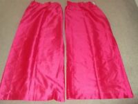 Pink curtains, ideal for child