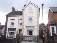 Large double room to let in refurbished, shared and fully licensed house in central location