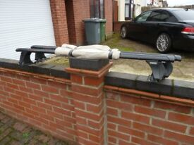 A pair of Heavy Duty roof rails Mounted on lockable Thule brackets.