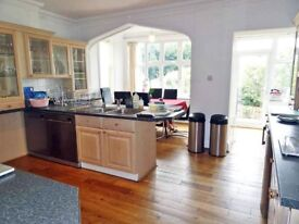 Central Super Spacious Luxury with Beautiful Views near Brighton Beach - 2 Double rooms available