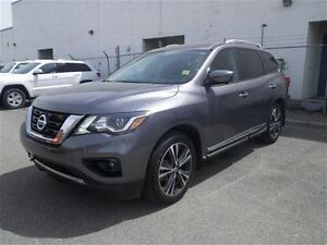 2017 Nissan Pathfinder Platinum | NAV | Leather | DVDS |Sunroof