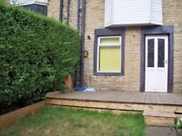 4 Bed COSY Terraced House. Fully furnished £650 p/m plus bond. Parking and Gardens. No DSS.