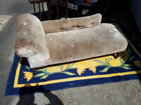 VICTORIAN CHAISE LOUNGUE DAY BED VINTAGE RETRO KITSCH SOFA IN YEOVIL