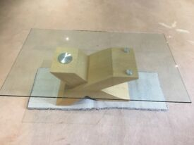 Oak base coffee table with glass top in perfect condition