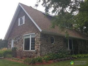414 000$ - Maison à un étage et demi à vendre à St-Hyacinthe