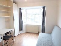 REALLY NICE AND COSY SINGLE ROOM WITH DOUBLE BED TO RENT IN PERIVALE - CENTRAL LINE
